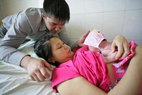 Capture the Moment: Early initiation of breastfeeding